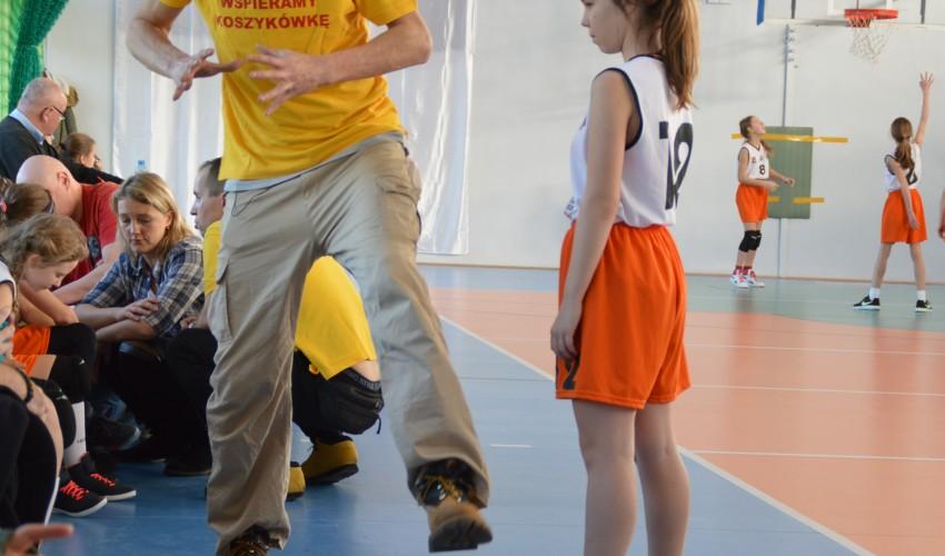 Najmłodsze Basketki bawią się na turniejach :)