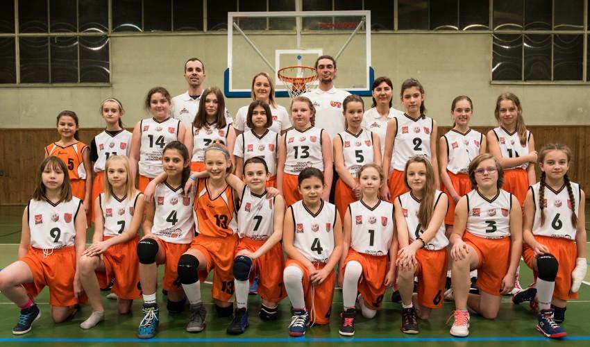 Najmłodsze Basketki bawią się dalej :)